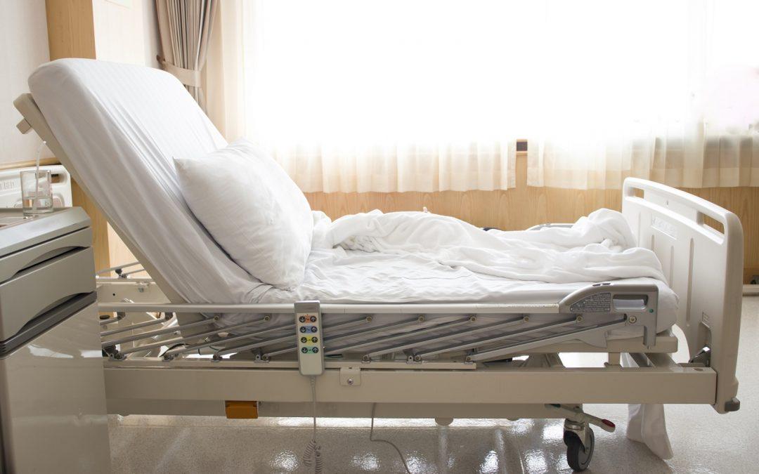 Wynajem łóżka rehabilitacyjnego – na co zwrócić uwagę?